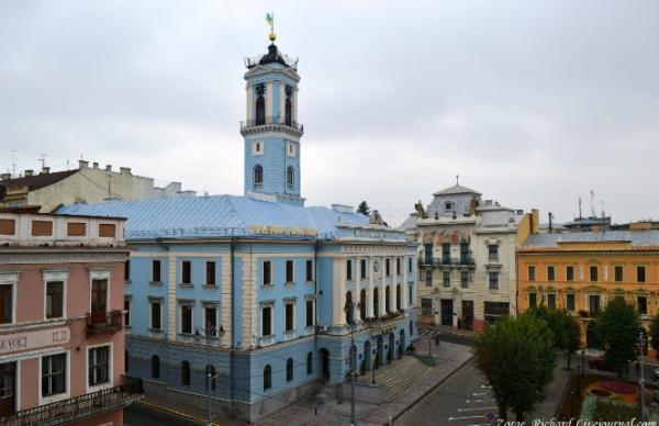 Горсовет Черновцов решил люстрировать всех регионалов, коммунистов иэсдэков