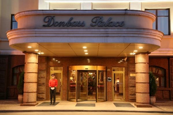 Террористы захватили отели Ахметова вДонецке